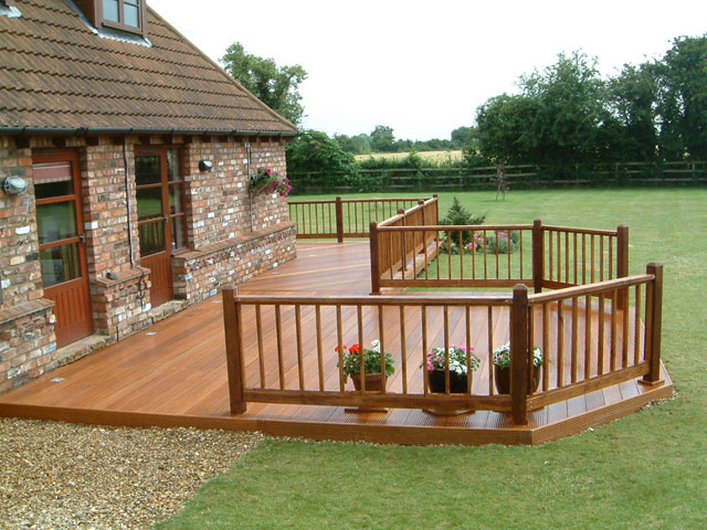 Greatgardenideas by ad garden rooms for Garden decking and slabs