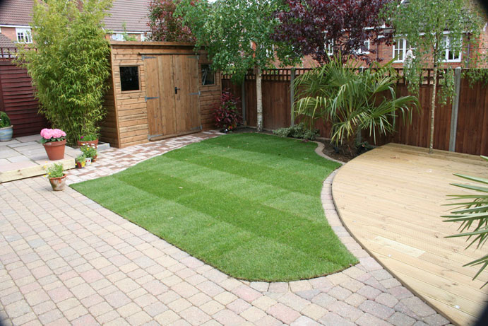 Backyard landscape designs photos 2017 2018 best cars for Small backyard makeover ideas on a budget